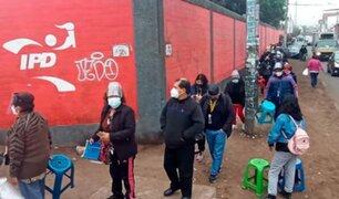 Largas colas y caos se pudo apreciar en diversos vacunatorios de Lima