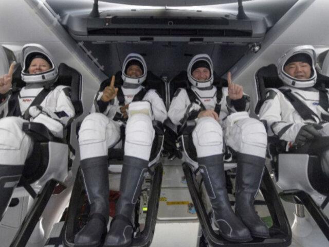 Nave de SpaceX con cuatro astronautas de la ISS regresó a la Tierra