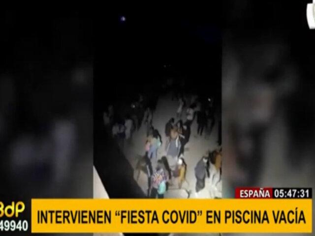 España: jóvenes son sorprendidos en fiesta covid en piscina vacía