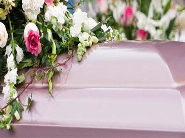 Familia convive con fallecido ante falta de espacios en cementerios para enterrarlo