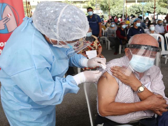 Covid-19 en Perú: reinician vacunación para mayores de 70 años