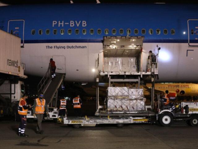 Pfizer: nuevo lote de 350 mil vacunas llegó al Perú esta noche