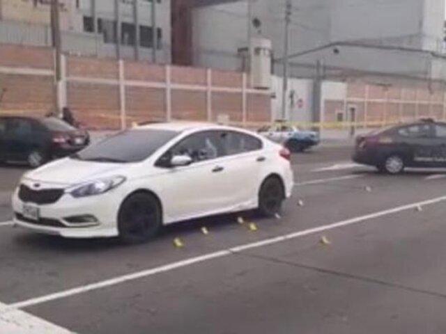 Callao: disparan más de 30 veces a hombre y dos mujeres que estaban dentro de un auto