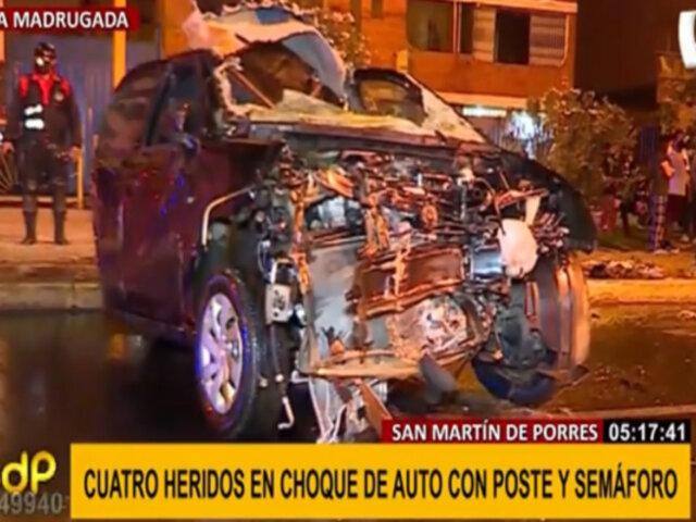 SMP: cuatro heridos deja aparatoso choque de auto con poste
