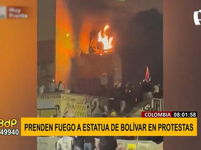 Colombia: protestantes incendian estatua de Bolívar tras manifestación pacífica