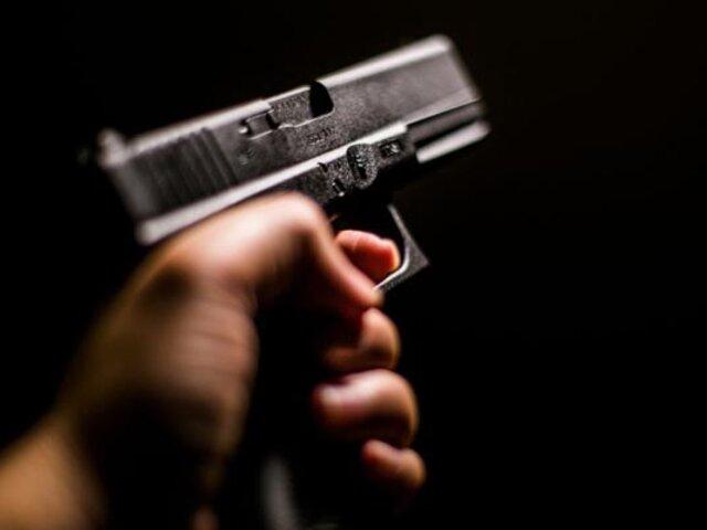Estados Unidos: hombre que planificó su propio asesinato para que su hijo cobre millonario seguro sobrevive