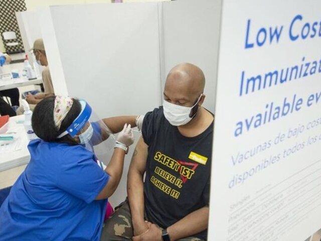 Anuncian habilitación de padrón para peruanos vacunados en el extranjero contra la COVID-19
