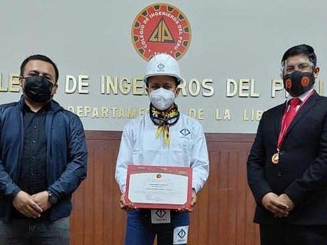"""Jainer Pinedo, el """"ingeniero bailarín"""", recibió importante reconocimiento del Colegio de Ingenieros"""