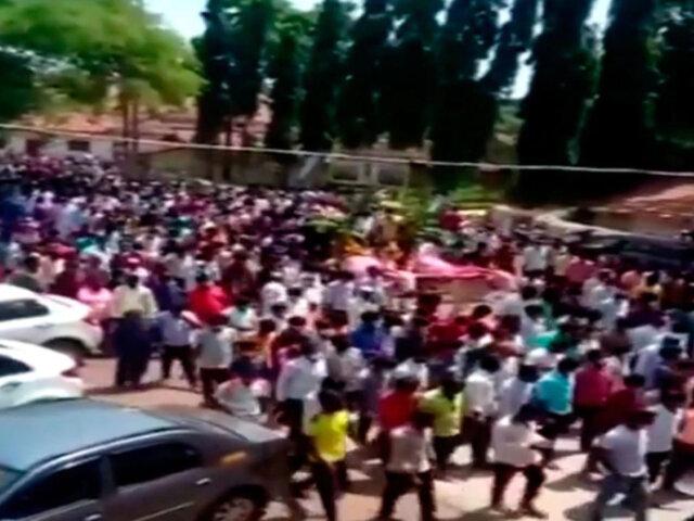 Sin distanciamiento social: Cientos asisten a funeral de caballo en plena pandemia