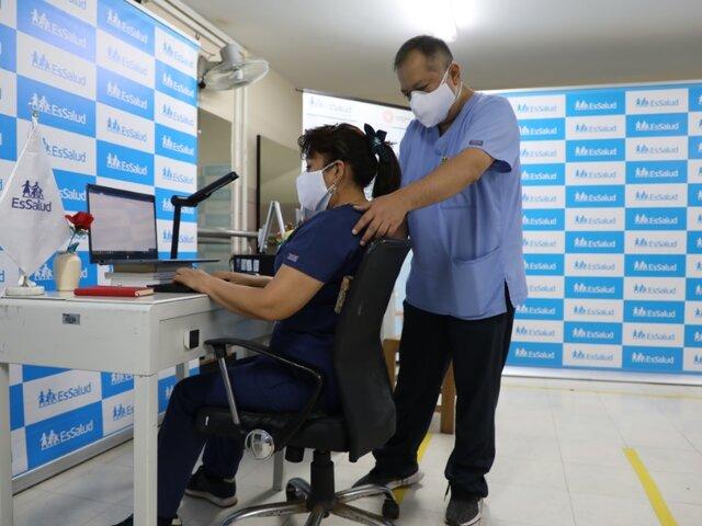 EsSalud brinda recomendaciones para evitar lesiones por teletrabajo