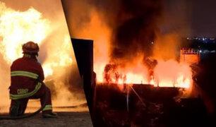 Incendio de gran magnitud afectó una fábrica de productos plásticos en Comas