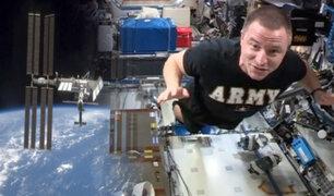 Astronauta realiza en el espacio una prueba de aptitud física de combate