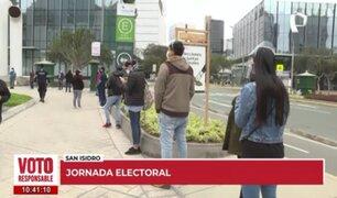 San Isidro: ciudadanos hacen colas a la espera de apertura de mesa de votación