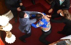 Escándalo en Bolivia: diputados se agarran a puñetes durante Asamblea Legislativa