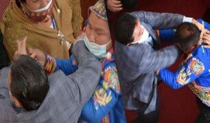 Congresistas se agarran a golpes en Parlamento de Bolivia