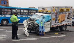 El Agustino: choque entre furgón y trailer dejó un fallecido