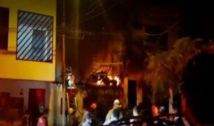 Incendio en Comas: una vivienda y dos mototaxis quedaron reducidos a cenizas