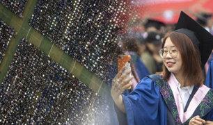 Wuhan celebra multitudinaria ceremonia de graduación sin mascarillas ni distancia