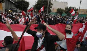 Cercado de Lima: policías y manifestantes se enfrentan en medio de bombas lacrimógenas