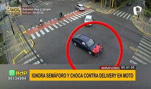 Miraflores: cámara capta violento choque entre auto y repartidor en moto