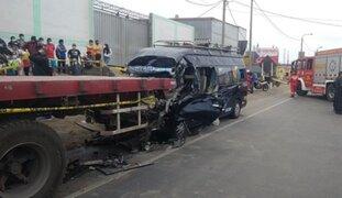 Trujillo: miniván se estrella contra un tráiler dejando al menos tres muertos