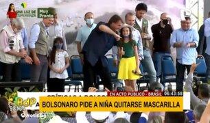 ¡Irresponsable! Bolsonaro le pide a niña quitarse la mascarilla en acto público