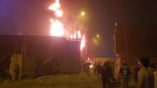 Chosica: incendio de grandes proporciones consumió almacén de pinturas