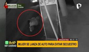 Mujer se lanza de un automóvil para evitar ser secuestrada