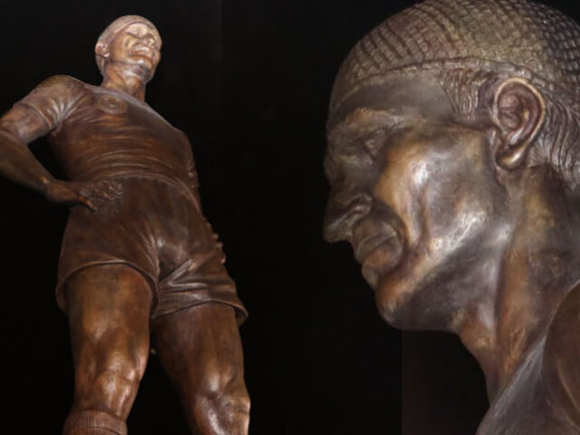 "La ""U"" inauguró nueva estatua de Lolo Fernández"