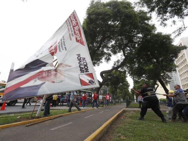 Municipio de Chorrillos inició retiro de propaganda electoral en lugares no autorizados
