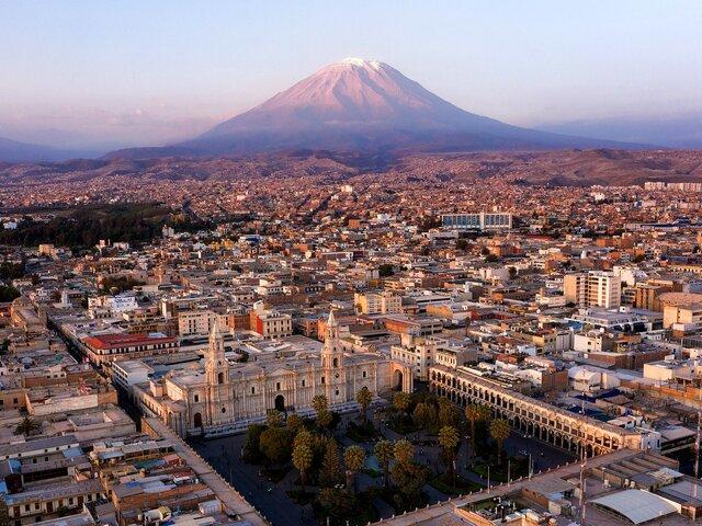 Suspenden por 15 días el transporte desde y hacia Arequipa