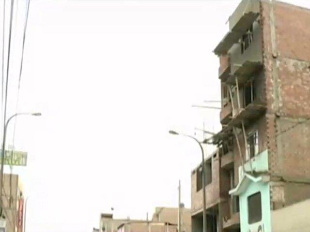 SMP: Dos trabajadores salvaron de morir tras caer de una obra de construcción