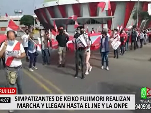 Trujillo: simpatizantes de Keiko Fujimori realizaron banderazo en los exteriores de la ONPE