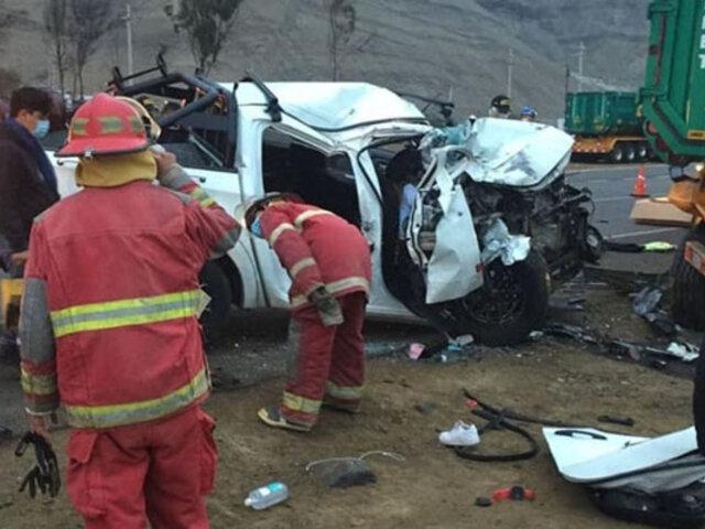 Áncash: choque entre camioneta y tráiler deja dos muertos y seis heridos  en la Panamericana Norte