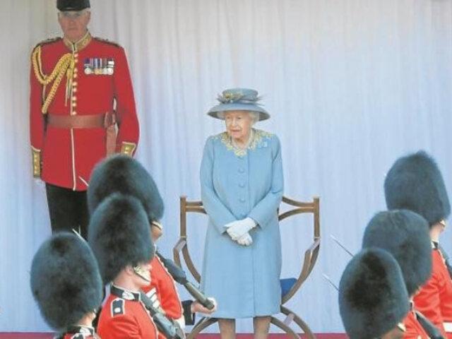 Reina Isabel II celebró oficialmente sus 95 años en solitario