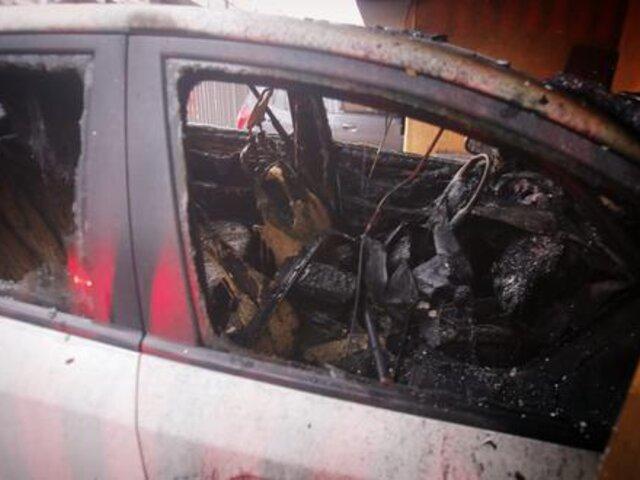 Jesús María: vehículo se incendió dentro de cochera