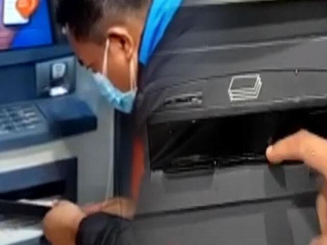 """Hallan """"regletas"""" en cajeros automáticos de agencias bancarias"""