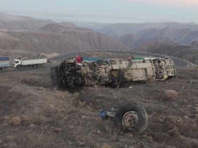 Al menos 15 fallecidos y 14 heridos, varios de ellos graves, deja despiste de ómnibus en Ica