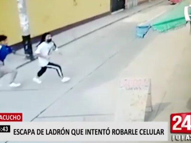 Ayacucho: cámara capta a ladrón intentando arrebatar celular a joven