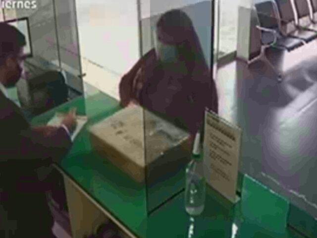 Policía denuncia que la suplantaron para recoger encomienda con su laptop y su tesis