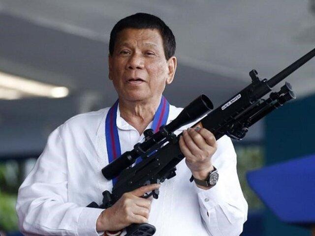Presidente de Filipinas amenaza con cárcel a quienes no quieren vacunarse