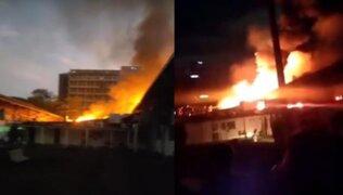 Venezuela: se desató incendio en Universidad Central