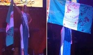 Certamen de belleza en Rusia: Miss protesta con bandera manchada de 'sangre'