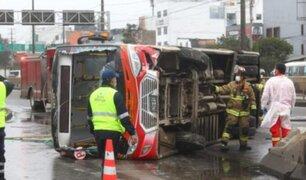 Exceso de velocidad habría provocado despiste de bus en San Borja, según testigos