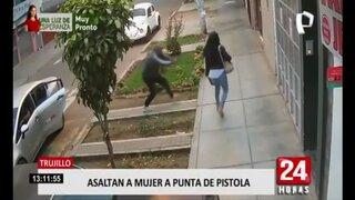 Trujillo: cámara capta asalto a joven en la calle