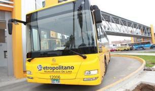 Suspensión del servicio de alimentadores del Metropolitano afectó a cientos de pasajeros
