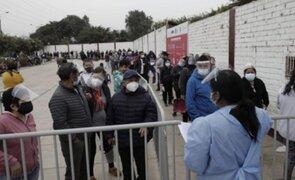 Tiempo de espera de hasta 4 horas: largas colas en vacunatorios de Los Olivos y SJM