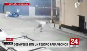 Breña: mujer quedó inconsciente luego de tropezar con desnivel en plena calle