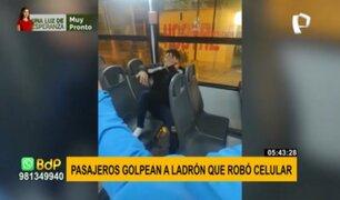 Pasajeros de bus golpearon a sujeto tras sorprenderlo robando un celular