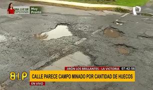 """La Victoria: jirón Los Brillantes parece """"campo minado"""" por gran cantidad de huecos"""